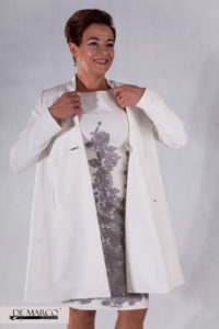 jasny płaszcz do sukienki