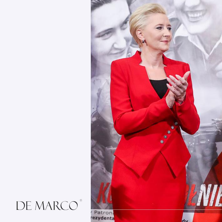 Krwiście czerwona garsonka z De Marco. Agata Kornhauser-Duda w nowej kreacji.