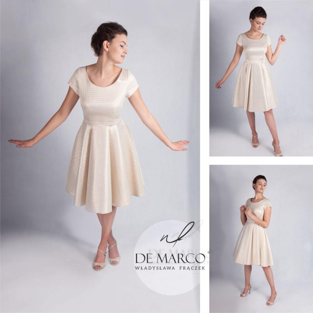 Złota sukienka dla matki wesele szyta u polskiej projektantki mody Władysławy Frączek. Sukienki w stylu retro, długie suknie, i ołówkowe klasyczne w ekskluzywnym sklepie internetowym De Marco.