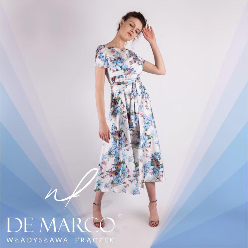 Sukienka do połowy łydki w kwiaty idealna na lato. Piękne stylizacje na piknik, zakupy i do pracy.