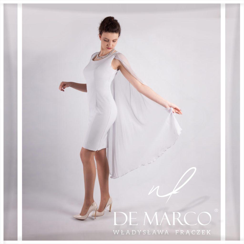 Ekskluzywna sukienki dla matek weselnych. Szycie na miarę w De Marco. Ołówkowa niezwykle elegancka sukienka z jedwabnym szalem, welonem.