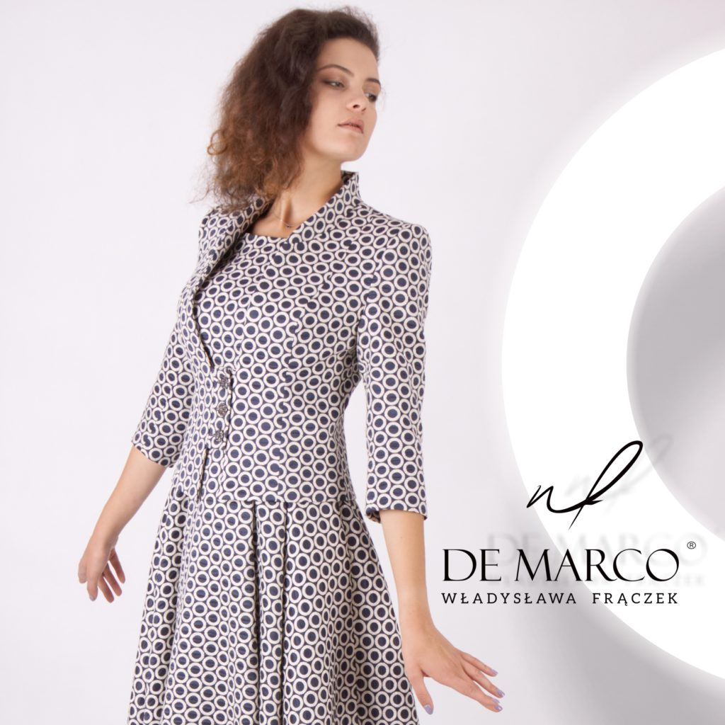 Rozkloszowana sukienka do połowy łydki z dopasowanym żakietem to idealna stylizacja dla mamy wesela. Sklep De Marco z elegancką odzieżą damską.