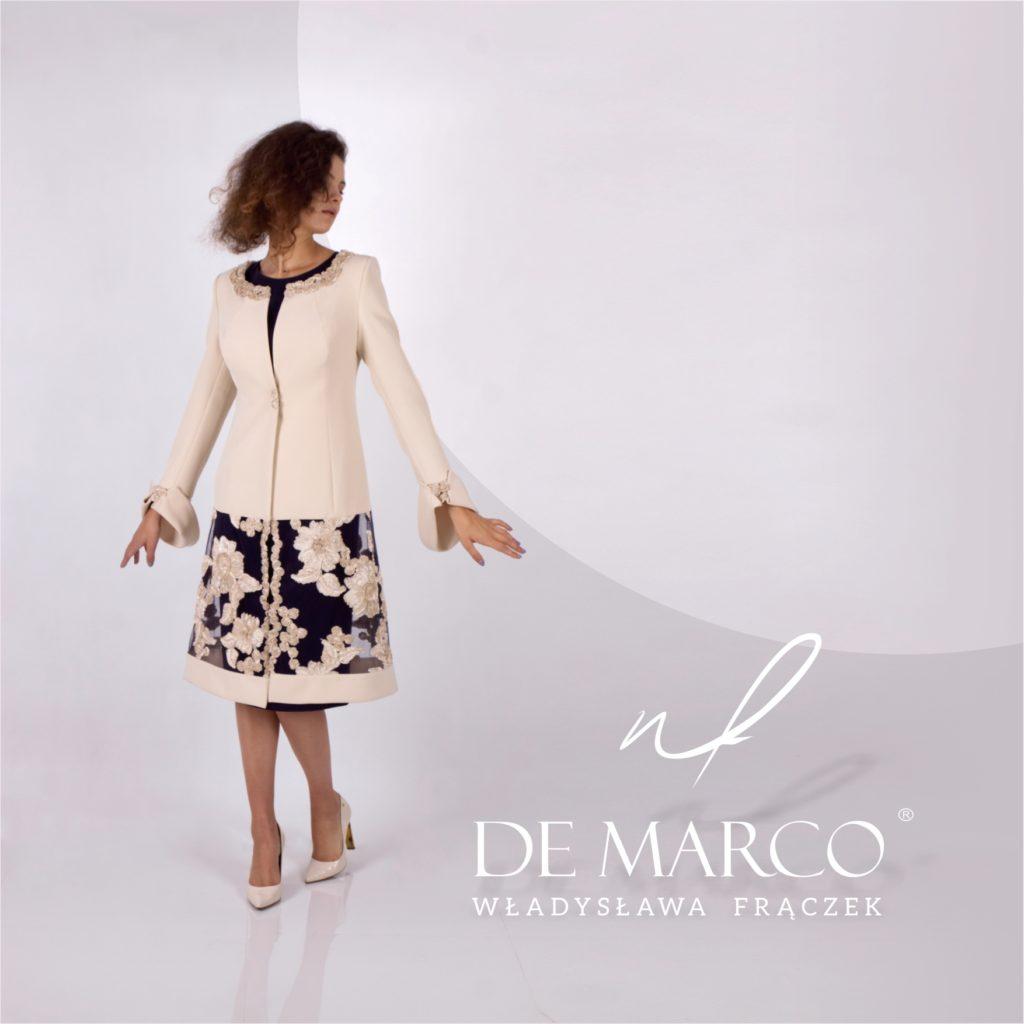 Komplet sukienka z płaszczem w stylu królewskim dla matki wesela. Szycie na miarę eleganckich ubrań w każdym rozmiarze. Sklep De Marco z ekskluzywną odzieżą damską.
