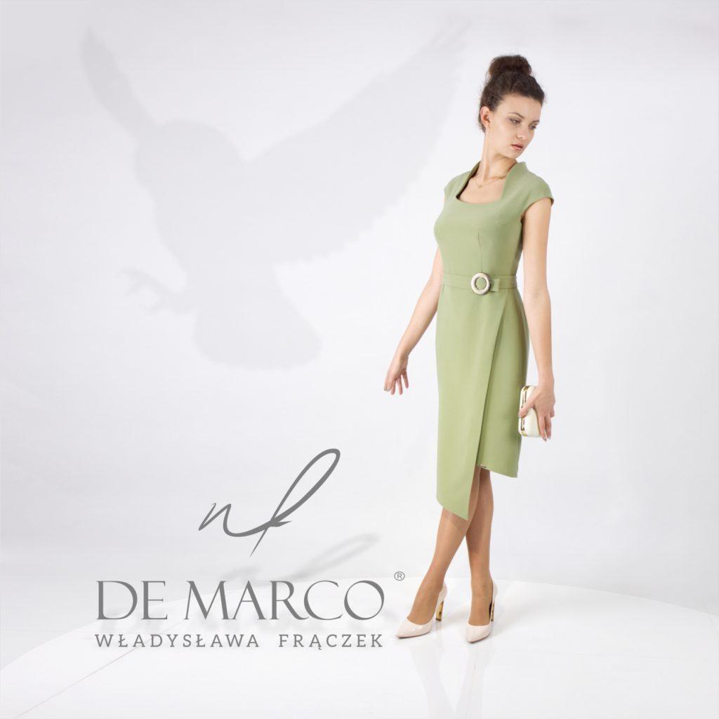Modne kolory 2020 roku. Kolor oliwkowy w sukienkach biznesowych. Zieleń na salonach.   Suknie w klasycznym stylu.