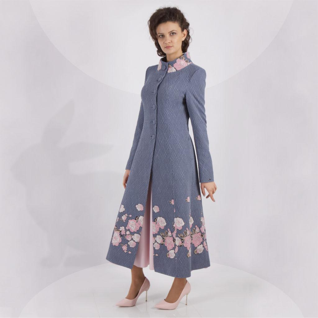 Najpiękniejsze stylowe płaszcze do sukienki. Wiosenne stylizacje dla eleganckiej kobiety.