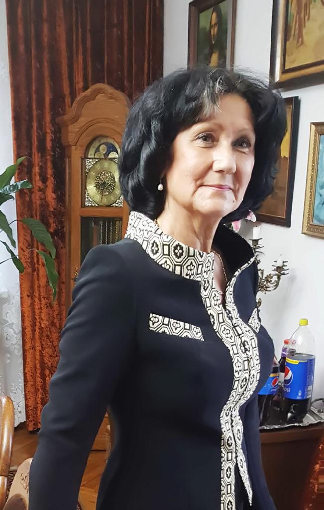 Kostiumy damskie dla elit. Gorące podziękowania dla SzP Gaweł za udostępnienie zdjęcia w garsonce z De Marco.