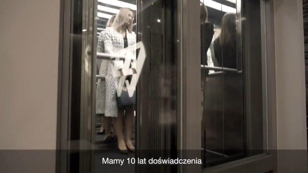Anna Bufnal w ekskluzywnym płaszczu od Władysławy Frączek z De Marco.